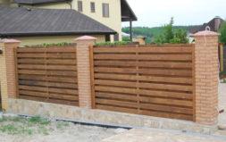 Кирпично деревянные заборы